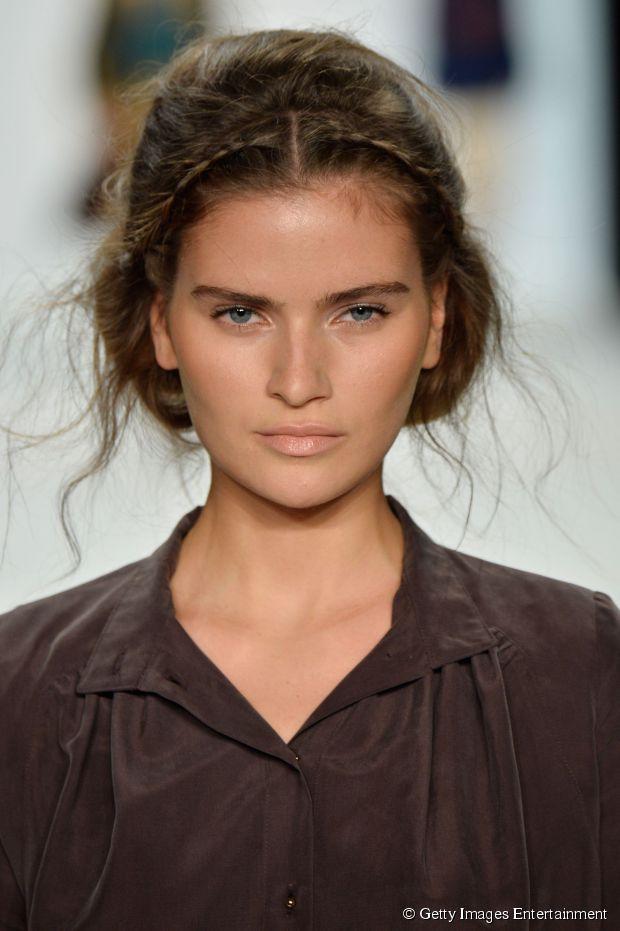 Hochsteckfrisuren, die das Haar kürzer aussehen lassen - kein Schnitt nötig!