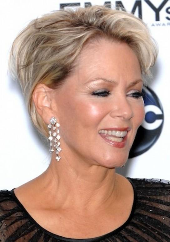 30 kurze Frisuren für Frauen über 50, um stilvoll auszusehen