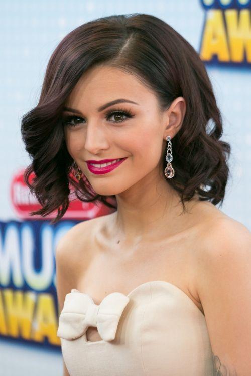 25 stilvollste Side Swept Frisuren für Frauen