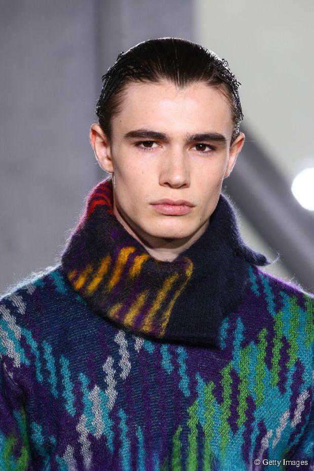 Ultra-glattes Wet-Look-Haar-Tutorial für Männer