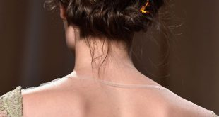 Lange Frisuren: Fashion Week inspirierte Updo Tutorial
