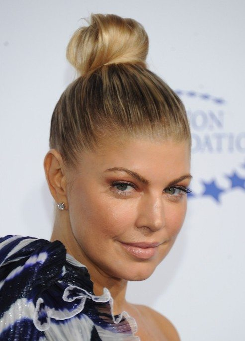 15 Top Knot Frisuren für Frauen - Look Modish und Marvelous