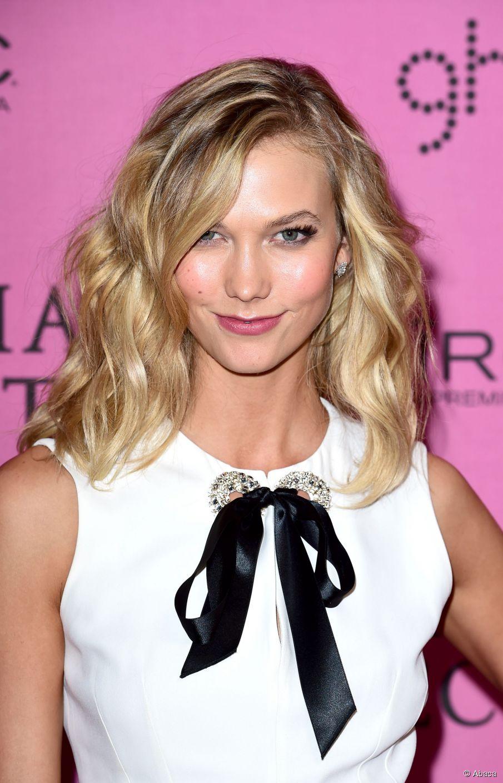 Karlie Kloss: 3 Möglichkeiten, mittellanges geschichtetes Haar zu tragen