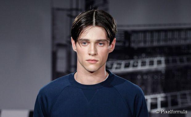 90er Jahre Boy Band Hair für Männer: Ein Pflegetrend, der es wert ist wiederbelebt zu werden?