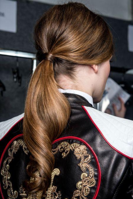 5 große Frisuren für kastanienbraunes Haar