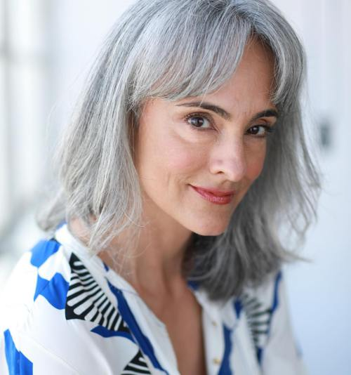 7 Long Silver Hair Ideen und meine Reise nach Grey Locks