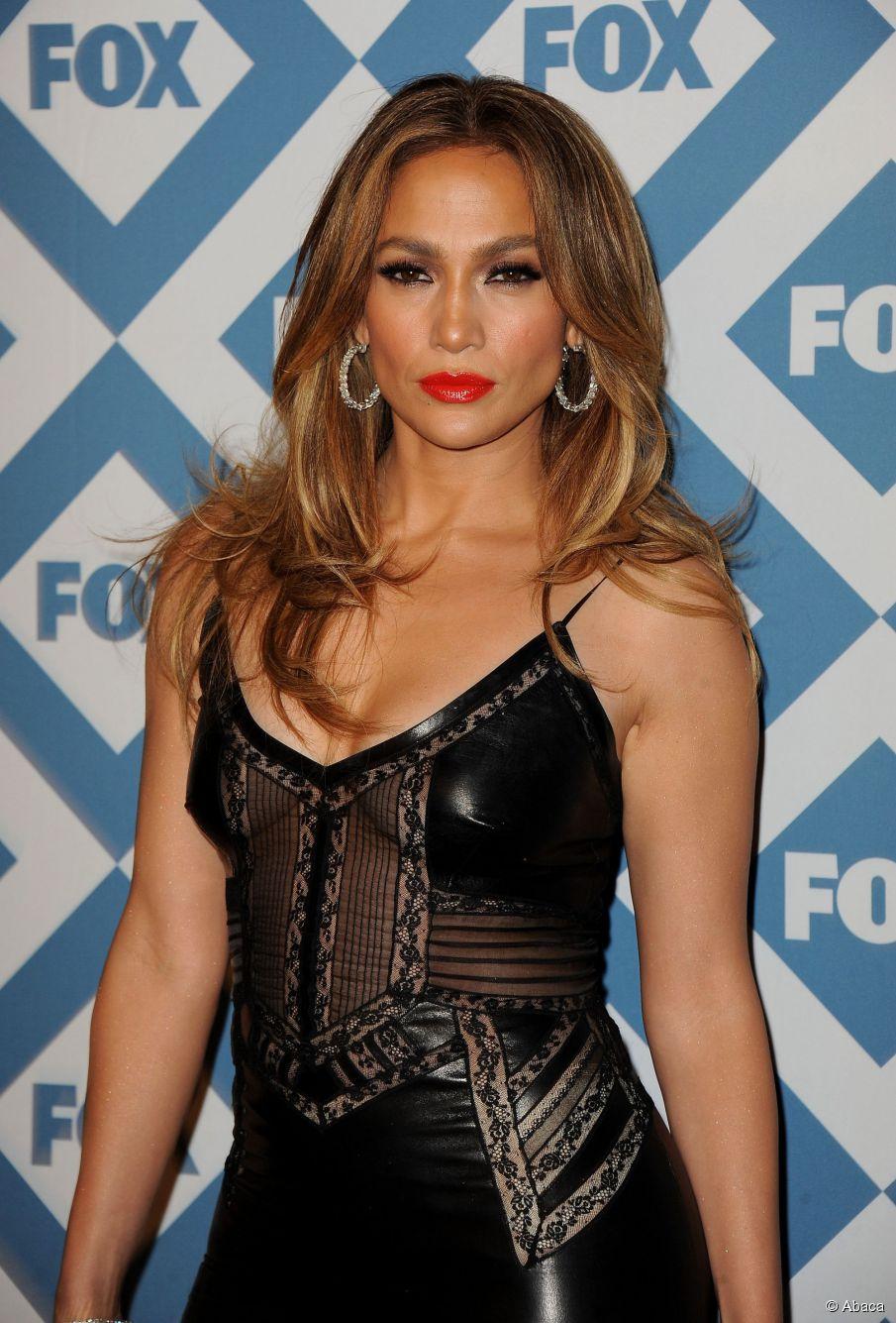 Wie man einen glatten roten Teppich ausbricht wie Jennifer Lopez