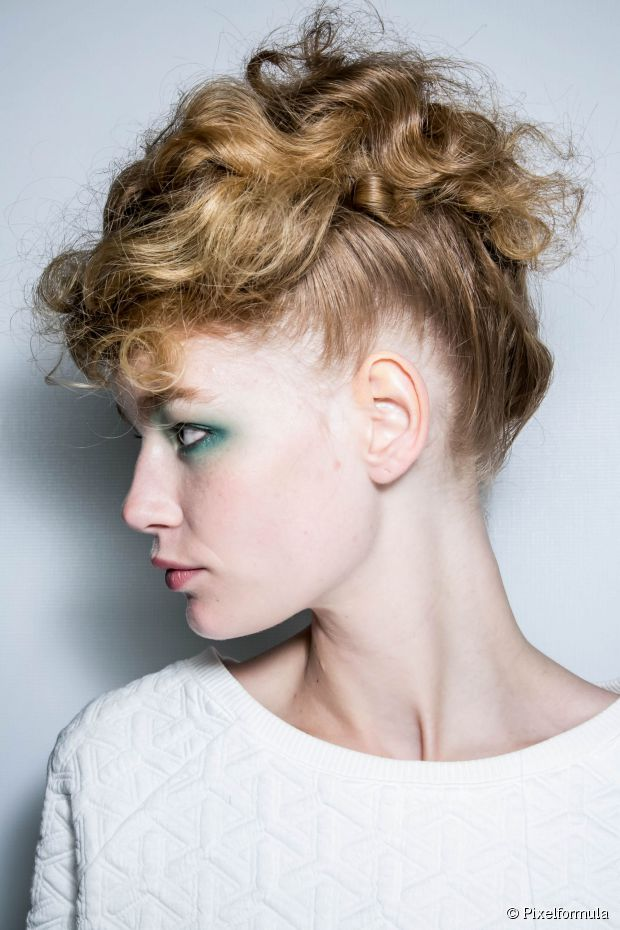 Nacht Frisuren: 5 Party Hochsteckfrisuren für krauses Haar