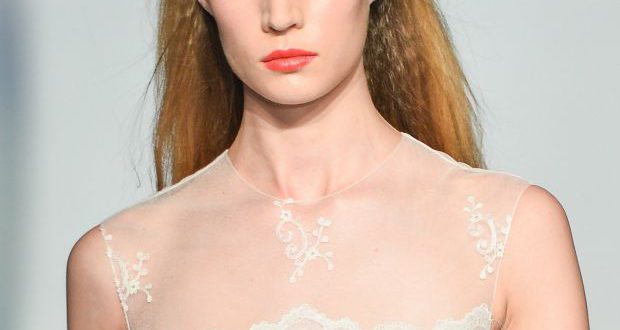 Glattes gebürstetes How-To - Awards Saison Haare für die reale Welt