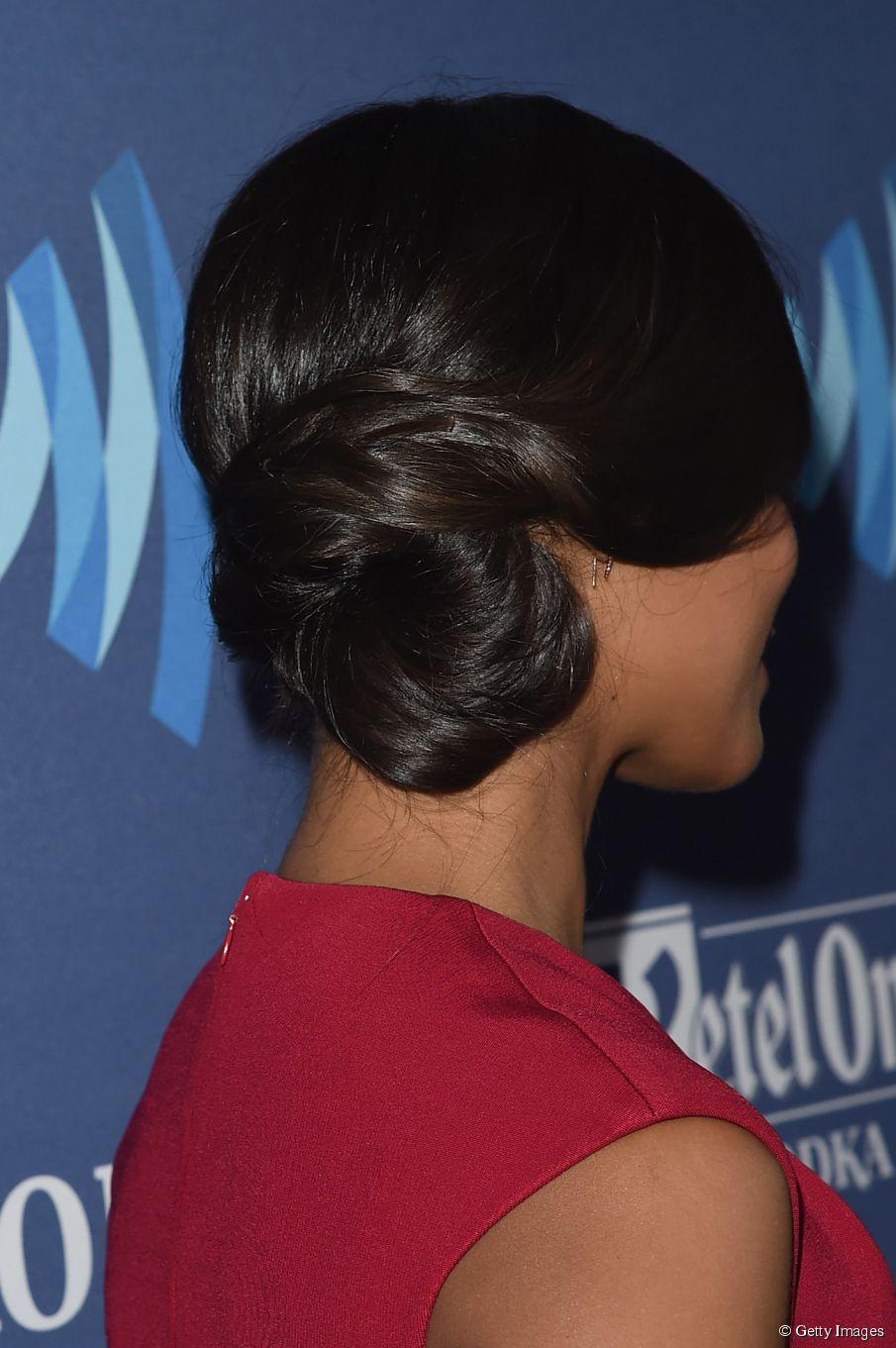 Lange Frisuren: Zoe Saldanas schicke Chignon-Hochsteckfrisur