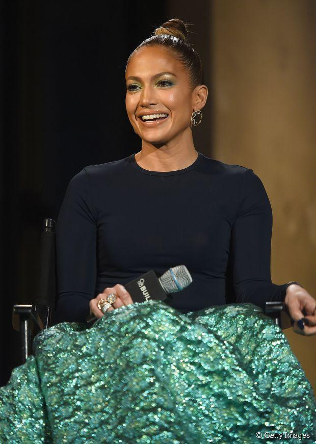 Jennifer Lopez Frisur Inspiration: versuchen Sie einen Haarknoten!