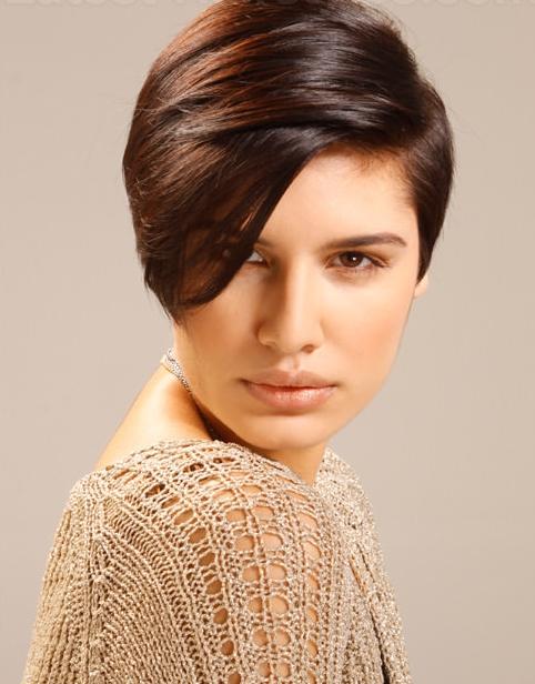 5 atemberaubende kurze Frisuren für Brunettes