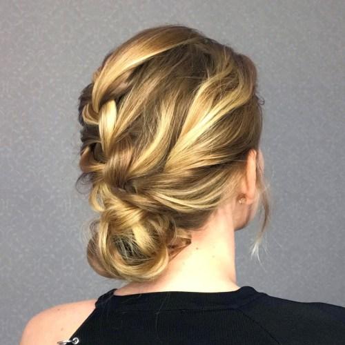 Master diese 4 stilvolle Brötchen Frisuren mit unseren Schritt-für-Schritt-Tutorials