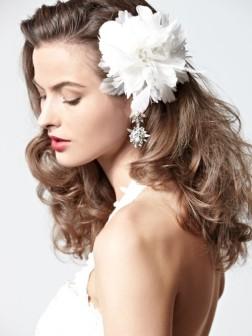 Brautfrisuren & Haarschmuck