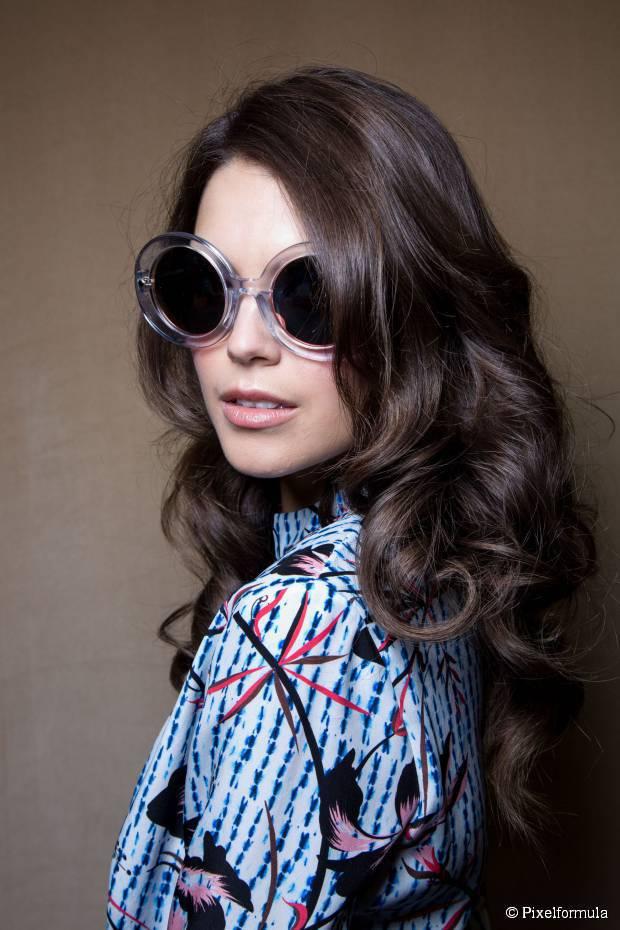 Wie man Ihr Mittellanges geschichtetes Haar style