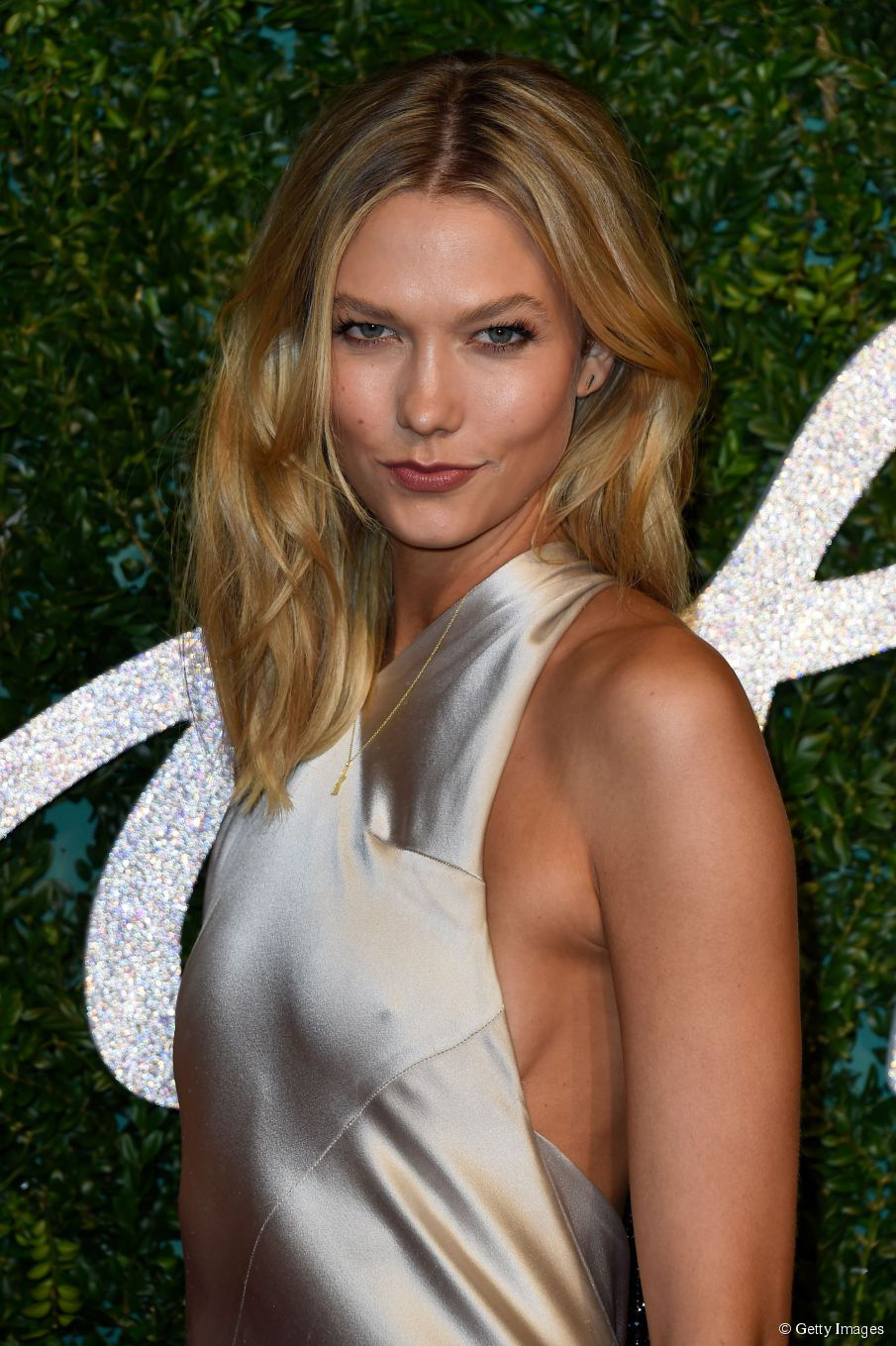 Karlie Kloss Haartutorium: mittellanger Beachy Blowout
