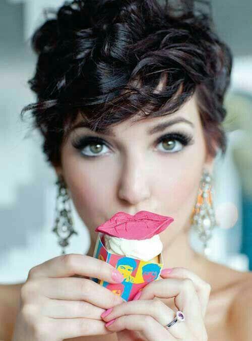 6 süße und modische Curly Pixie Cut Looks