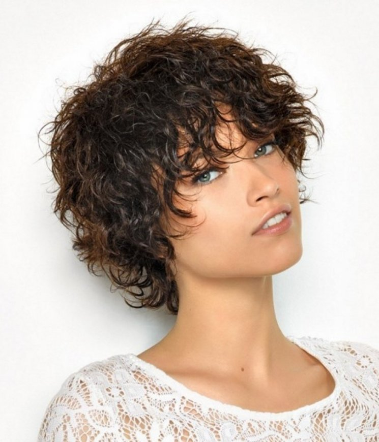 35 faszinierende Curly Frisuren für Frauen