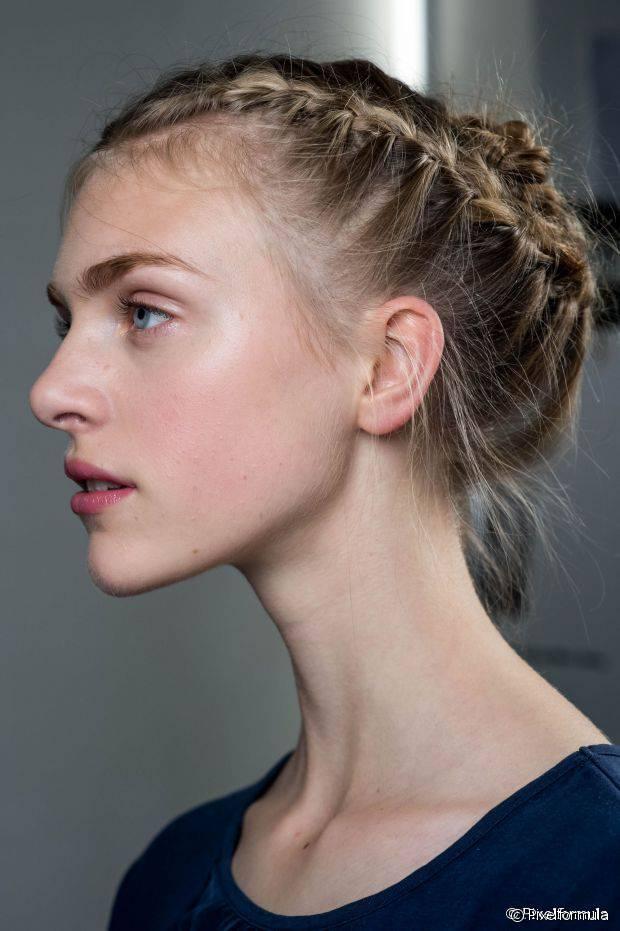 5 geflochtene Frisuren, die perfekt für Urlaubspartys sind