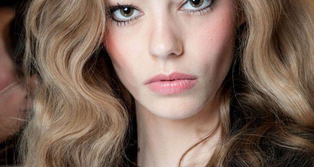 Frisuren für coloriertes Haar: 4 Möglichkeiten, Ihre Wurzeln zu bedecken