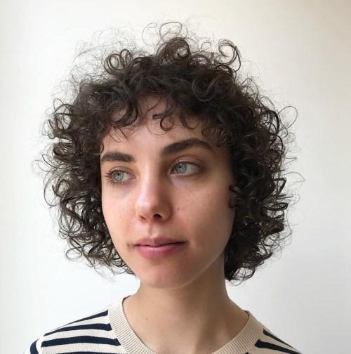 20 Frisuren für dünne lockige Haare, die einfach unglaublich aussehen