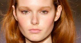 Frisuren mit Stirnbänder: Loose Hair vs. Hochsteckfrisuren