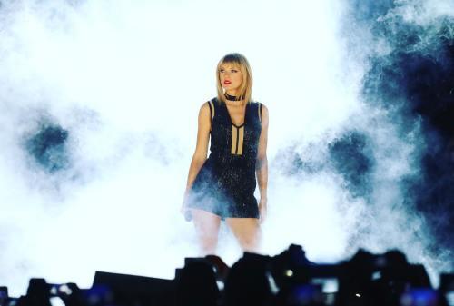 20 besten Taylor Swift Frisuren zum Anprobieren