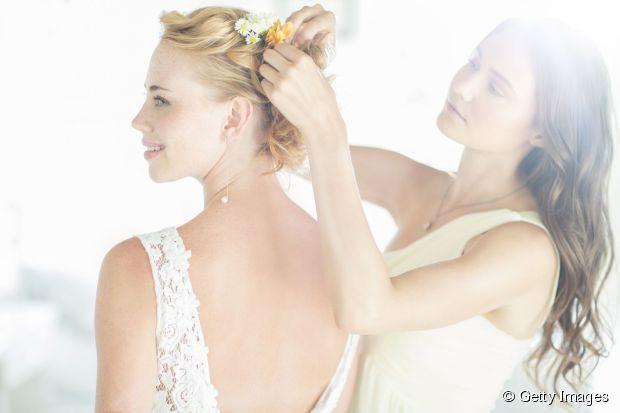 Wie Sie Ihre Haare für Ihren Hochzeitstag vorbereiten