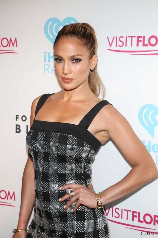 Wie bekommt man Jennifer Lopez's engen, hohen Pferdeschwanz?