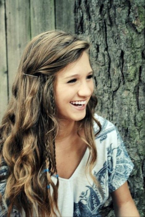 30 beliebte und trendige lockige Frisuren für Teenager