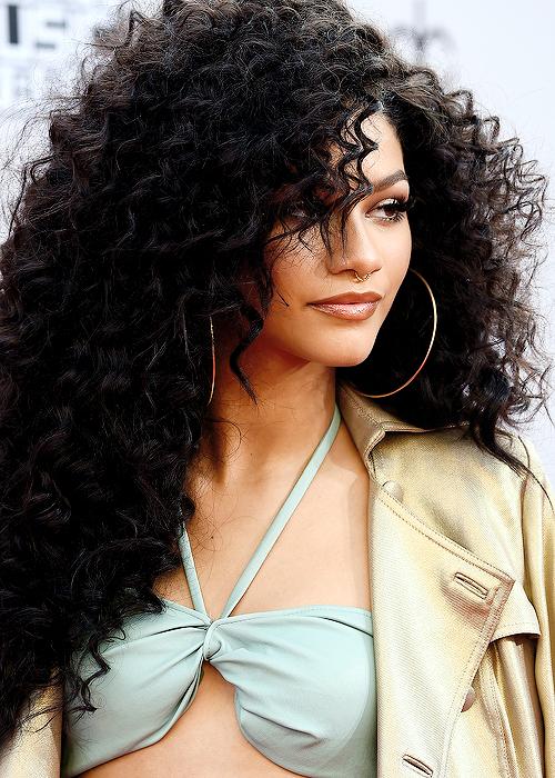 Beste natürliche Frisuren für schwarze Frauen Neu
