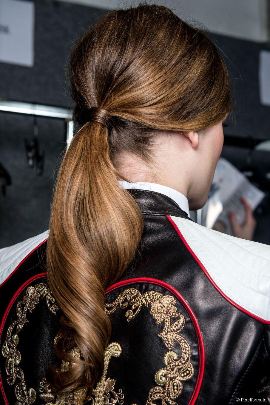 3 Frisuren, die Verheddern verhindern