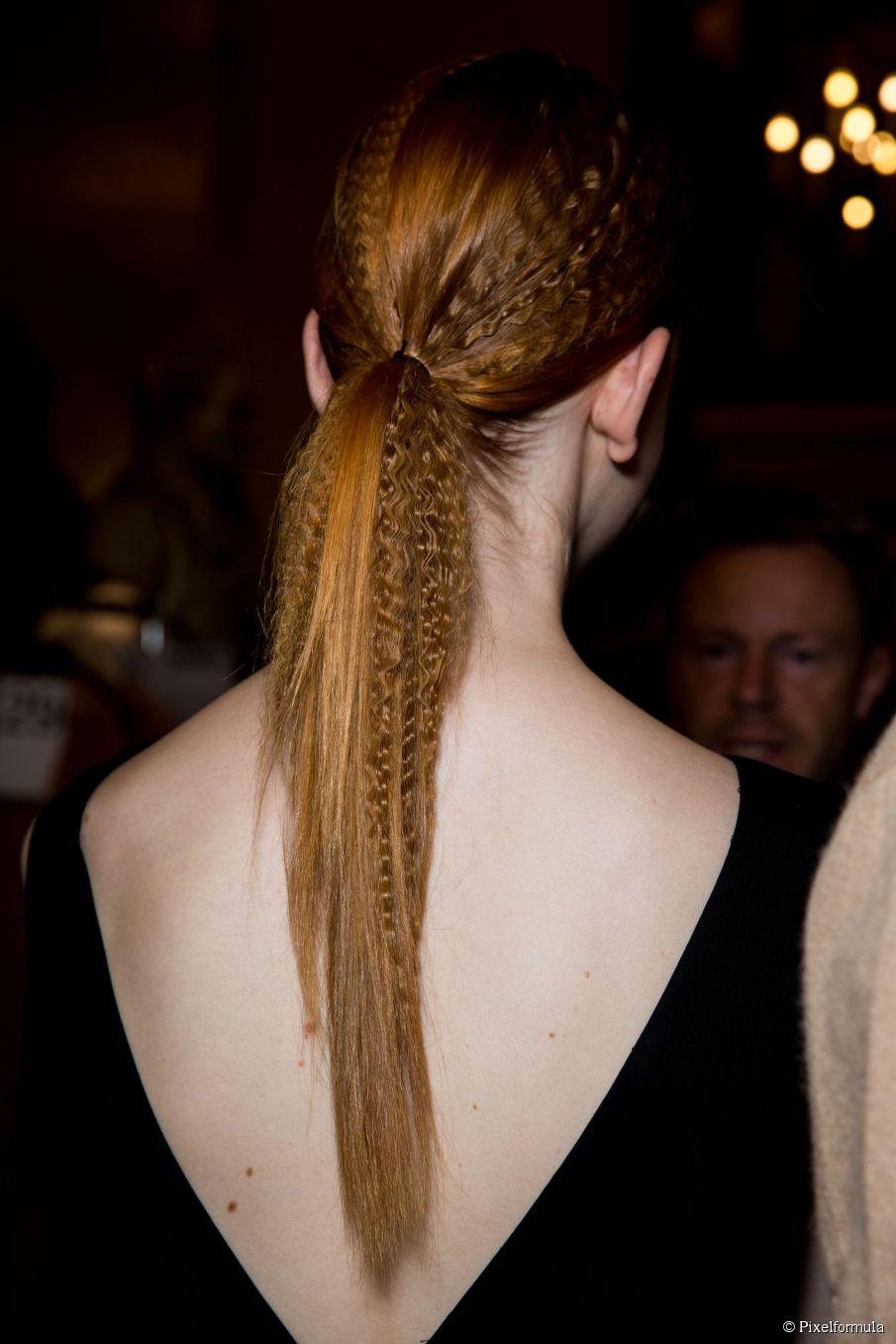 Frisurentrends: gekräuselte Haare für Neu