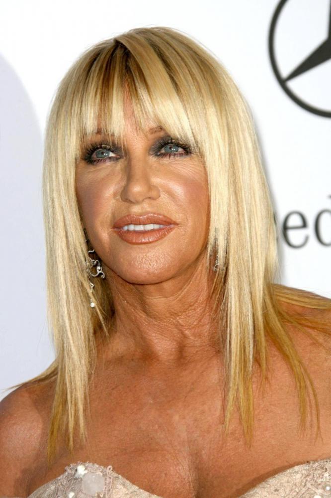 15 Frisuren für Frauen über 50 mit Pony