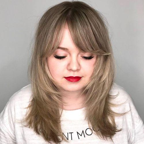 40 atemberaubende mittlere Frisuren für runde Gesichter