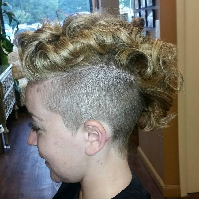 Curly Mohawk Frisuren für Frauen Beste Frisur