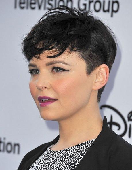 40 wunderschöne kurze Frisuren für runde Gesichtsformen