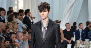 Bad Boy Frisur Tutorial für Männer: gebürstet Vorwärtswellen