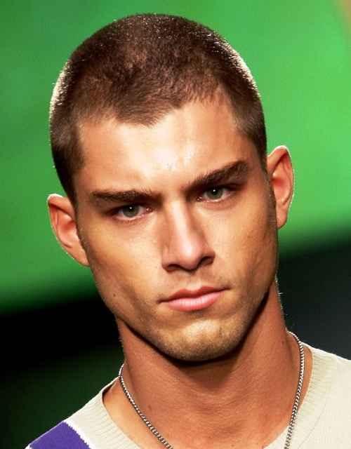 Männliche Frisuren für große Köpfe - perfekte Styles für Männer