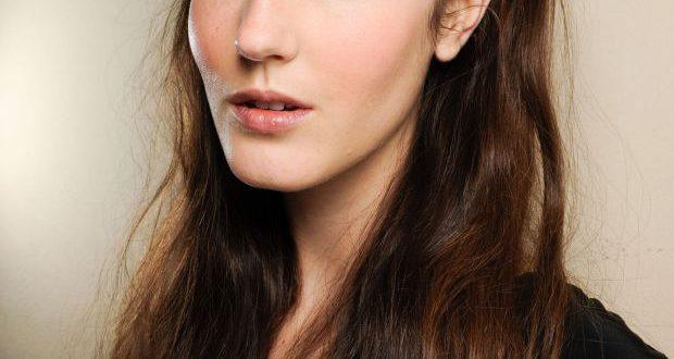 Perfektes Festival-Haar: Probieren Sie ein geflochtenes Stirnband