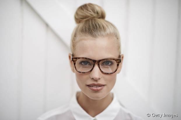 Frauen-Frisuren, die mit Gläsern fantastisch aussehen