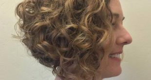 20 Frisuren und Haarschnitte für lockiges Haar