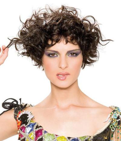 Neu Trendy Frisuren für natürlich lockiges Haar