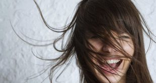 Fall-Haarpflege: Wie man windiges Haar zähmt