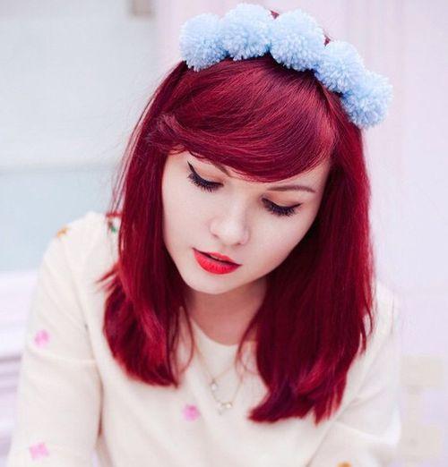 20 Frisuren mit Stirnband für Casual und festliche Looks