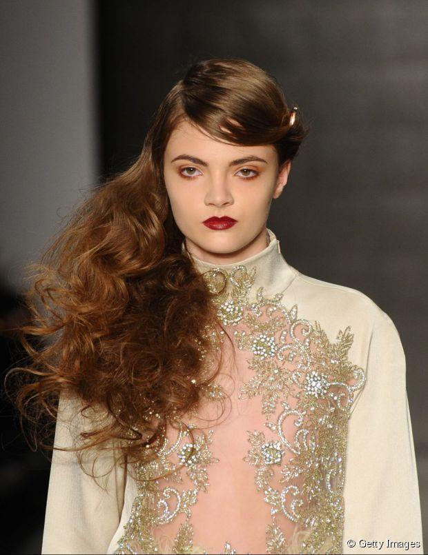 15 romantische wellige Frisuren für Abschlussball