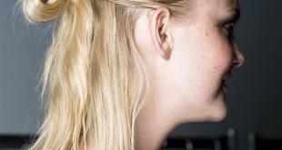 Half-up-Frisuren: das unordentliche Brötchen