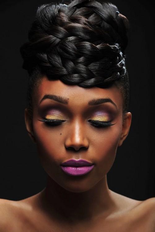 7 Brötchen Frisuren für schwarze Haare, die Sie lieben werden