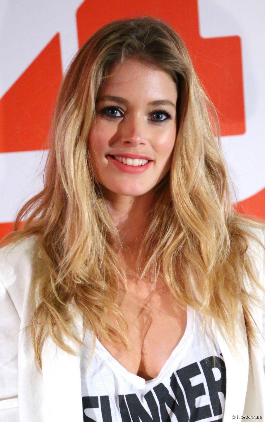 Glamouröse Ideen für gewelltes Haar für die Awards-Saison