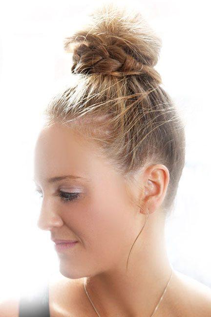 15 Top Knot Frisuren für Frauen - Look Modish und Marvelous